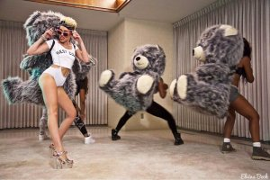 Miley Cyrus twerks in latest video