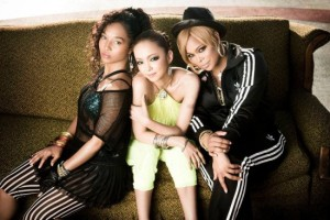 Chilli (left) and T-Boz (right) with J-Pop singer Namie Amuro (center)