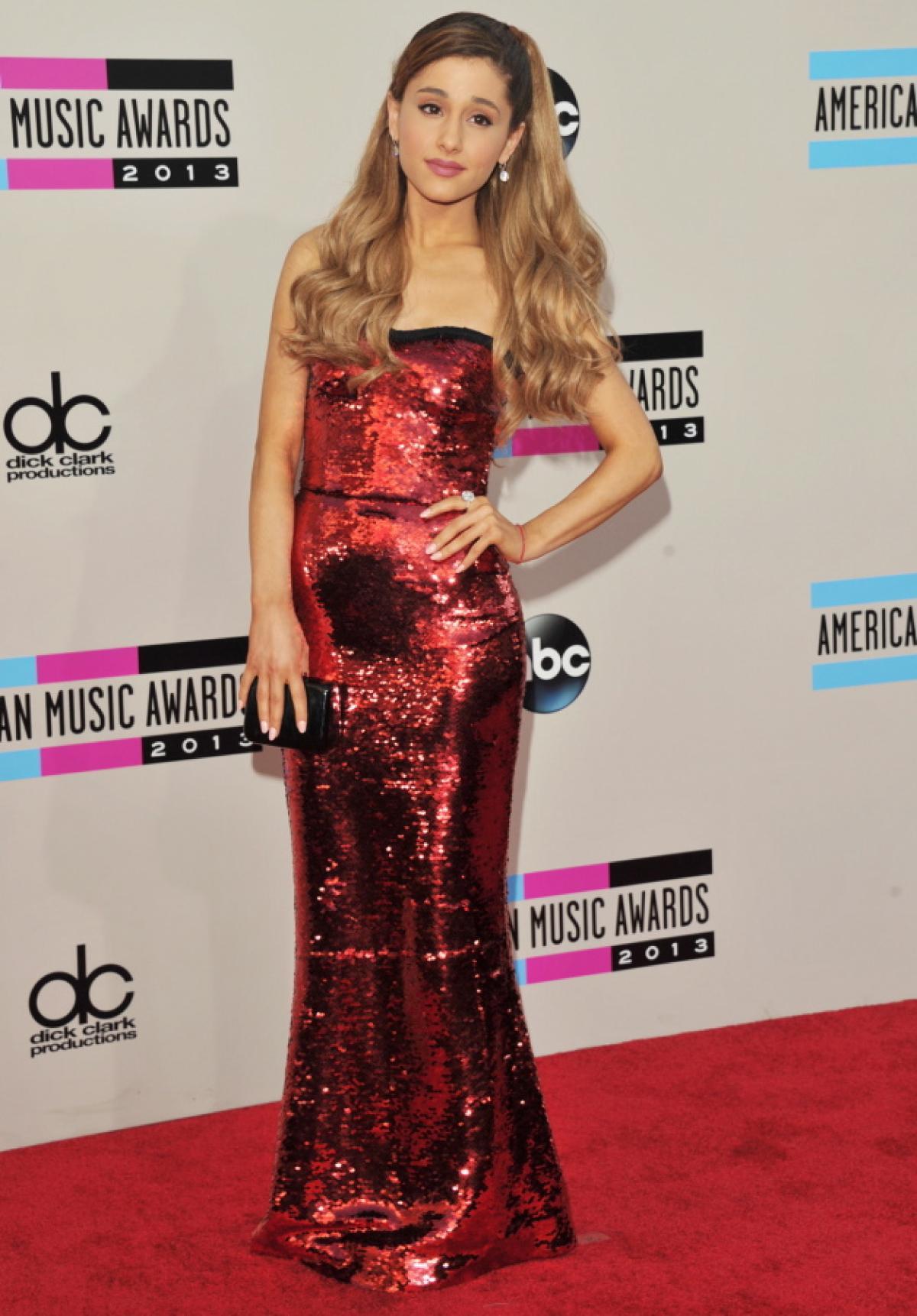 Ariana Grande - Red Carpet Fashion Awards