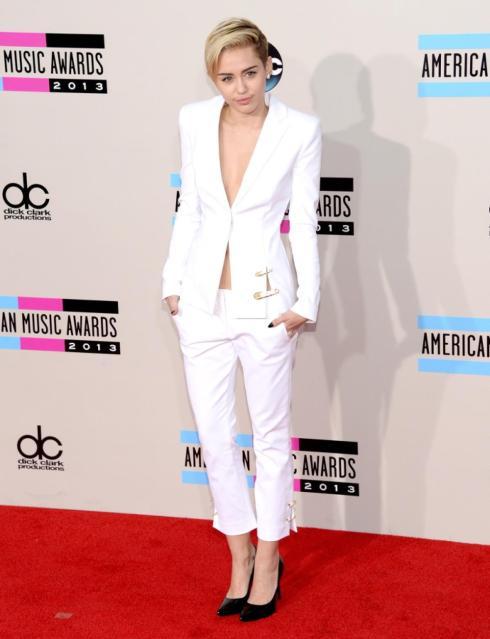 AMAs2013-Miley-Cyrus